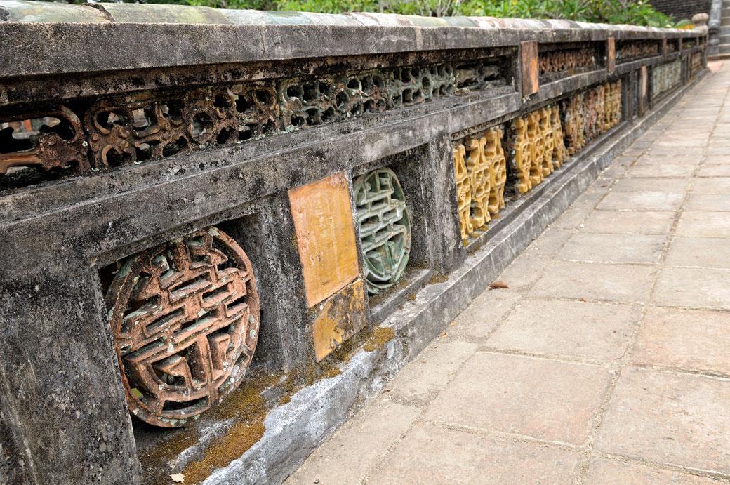 Décoration d'un pont au mausolée de Minh Mang, Vietnam