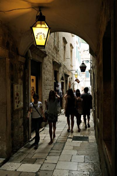 Arche dans une ruelle de la vielle ville de Dubrovnik, Croatie