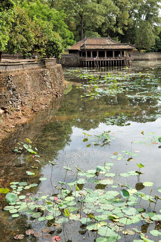 Pavillon sur pilotis de Xung Khiem au tombeau de Tu Duc, Vietnam