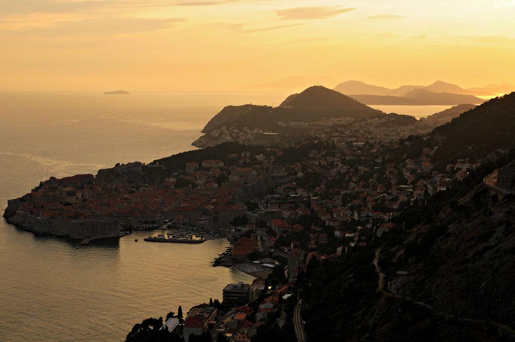 Coucher de soleil sur Dubrovnik et la côte Dalmate, Croatie