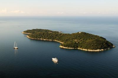 Bateaux de plaisance près de l'île de Lokrum, Croatie