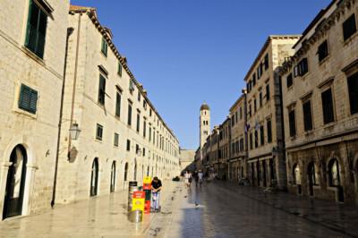 Stradun, la Grande Rue de Dubrovnik au petit matin, Croatie