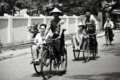 Cyclo-pousses à Sittwe dans l'État Rakhine, Birmanie