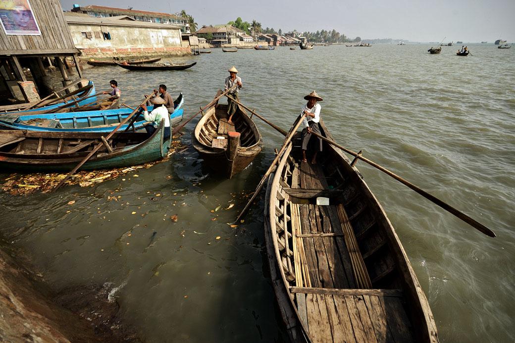 Barques de pêcheurs à Sittwe, Birmanie