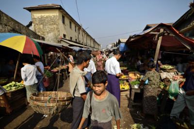 Marché de Sittwe dans l'État Rakhine, Birmanie