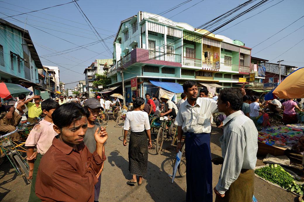 Marché dans les rues de Sittwe, Birmanie