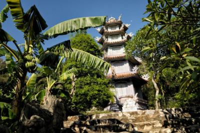 Belle pagode aux Montagnes de Marbre près de Da Nang, Vietnam
