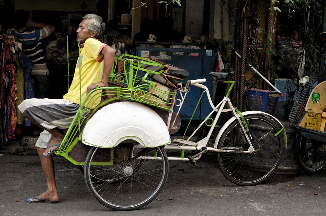 Cyclo-pousse blanc à Yogyakarta, Indonésie