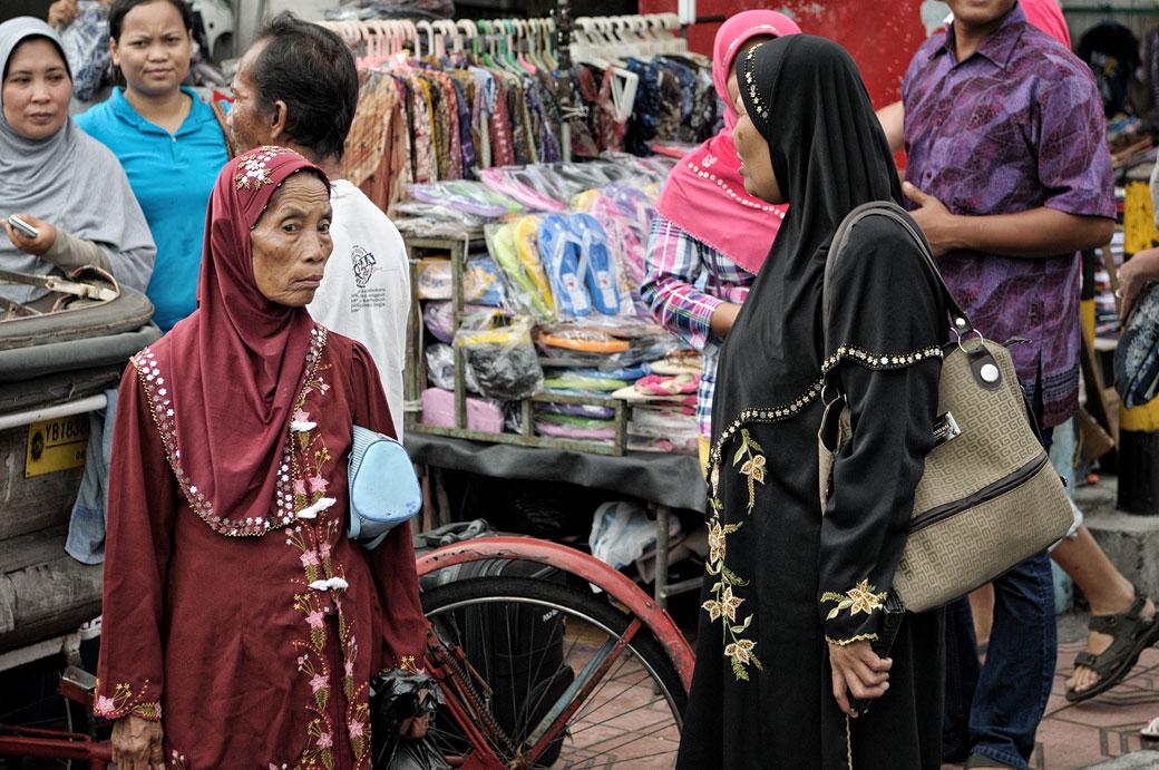 Femmes et marchandises à Yogyakarta, Indonésie