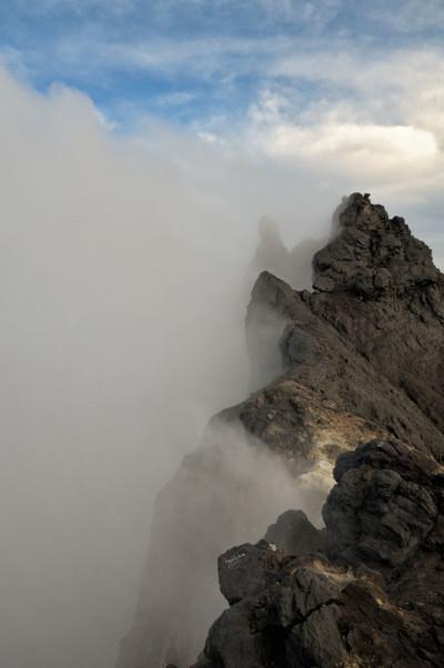 Ciel et nuages au sommet du volcan Merapi, Indonésie
