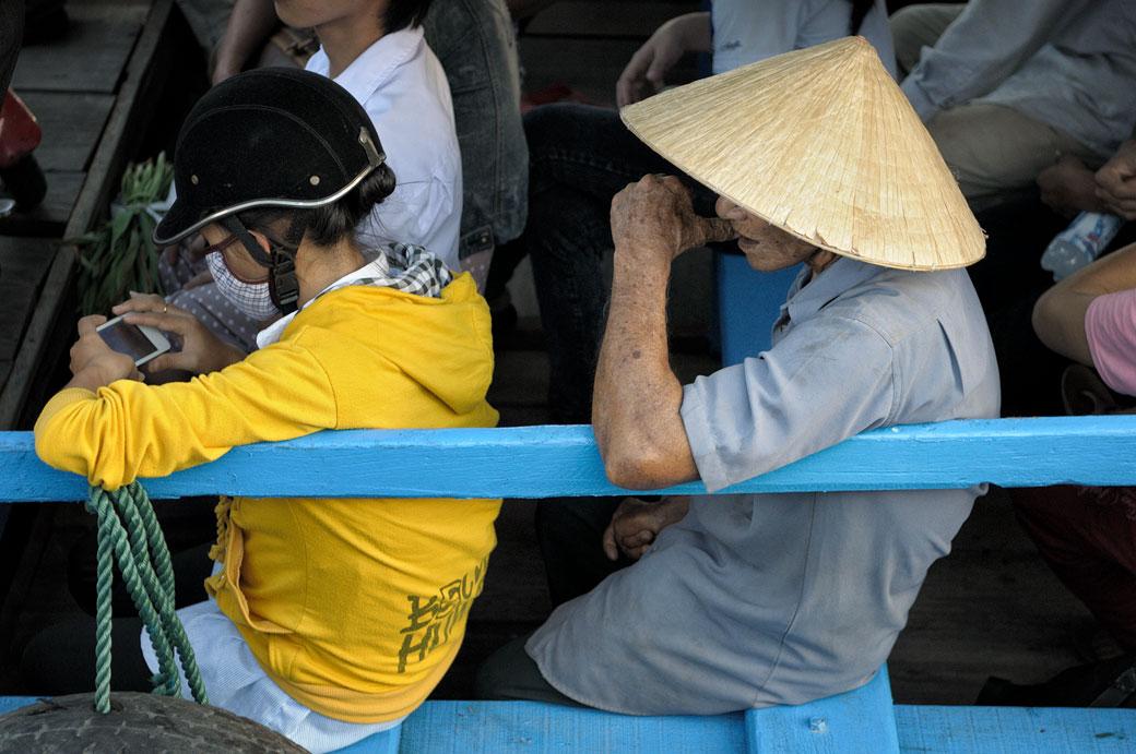 Passagers sur un ferry à Hoi An, Vietnam