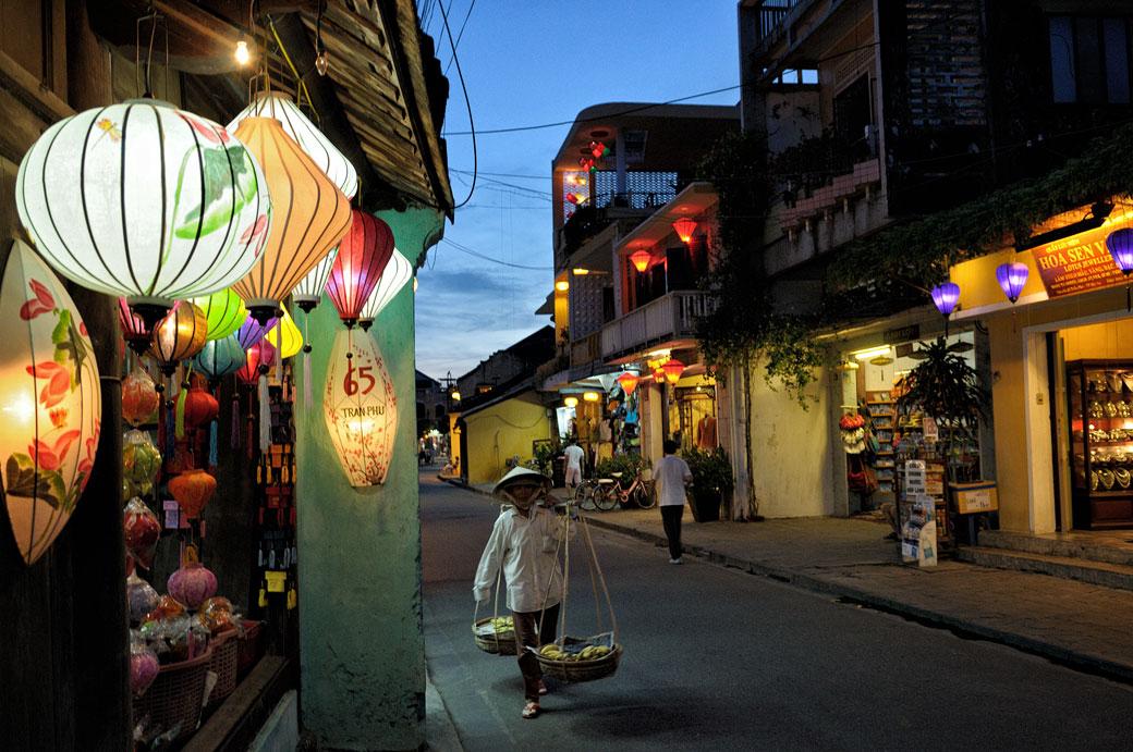 Lanternes à la tombée de la nuit à Hoi An, Vietnam