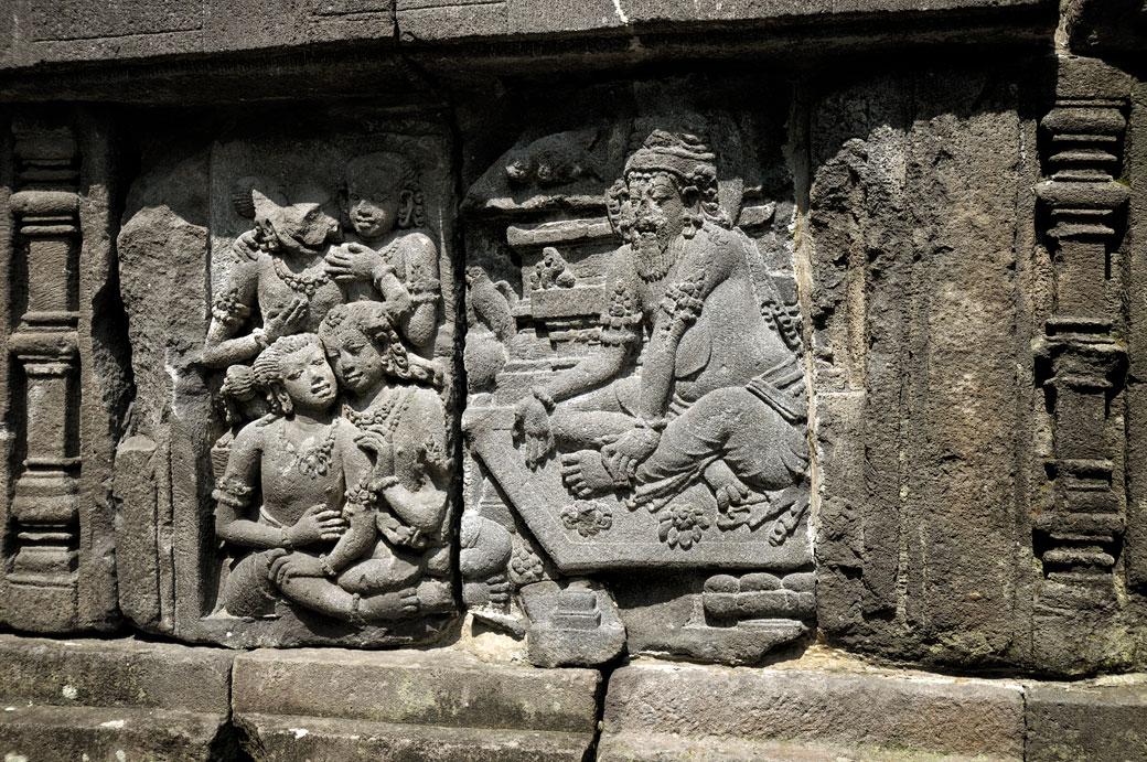 Bas-relief au Temple de Prambanan sur l'île de Java, Indonésie