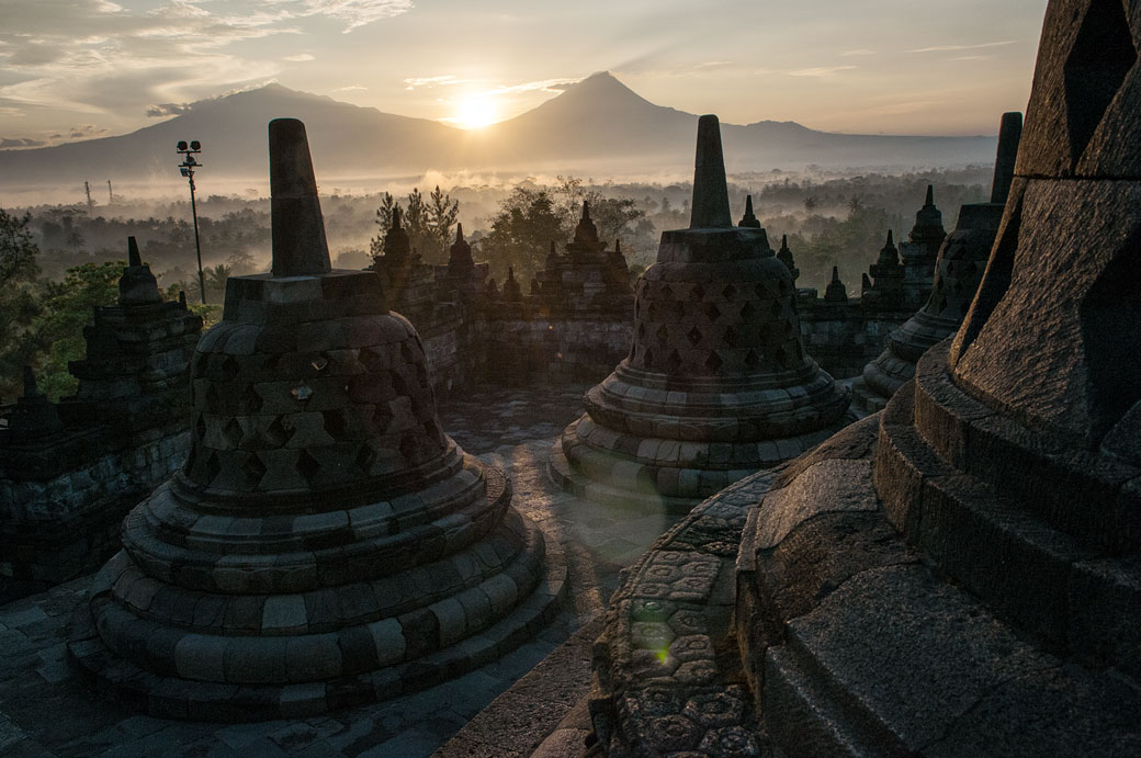 Lever de soleil au Temple de Borobudur, Indonésie