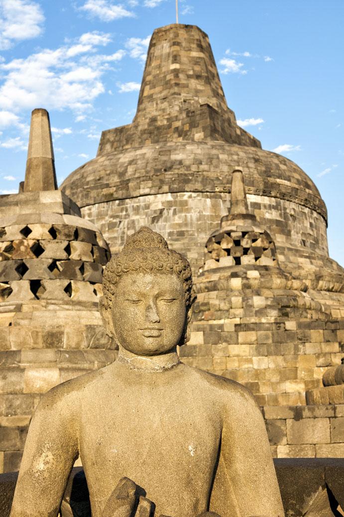 Statue de bouddha et stupas de Borobudur, Indonésie