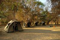 Campement dans le parc national du Sud Luangwa, Zambie