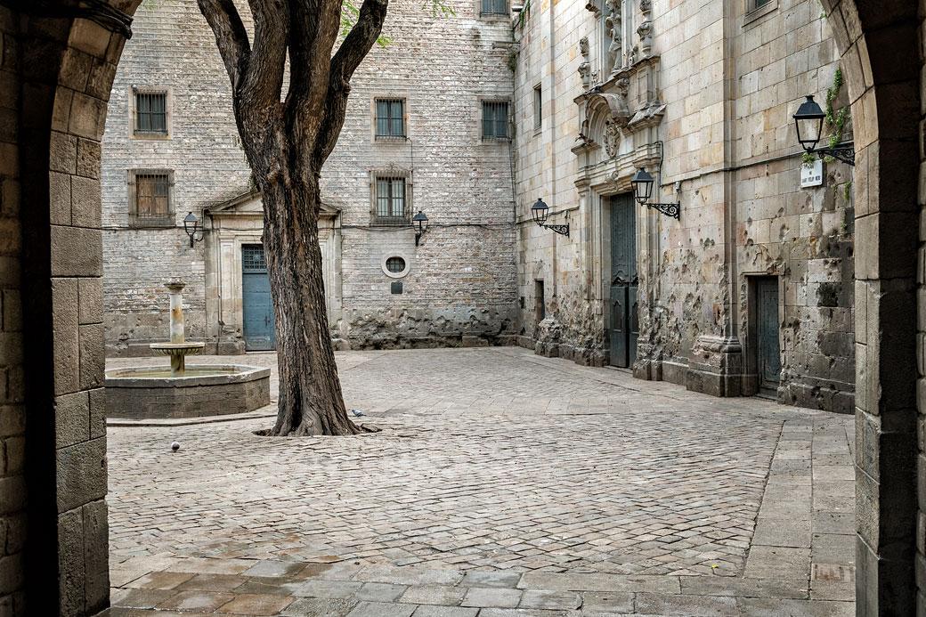 Place Sant Felip Neri dans le quartier gothique de Barcelone
