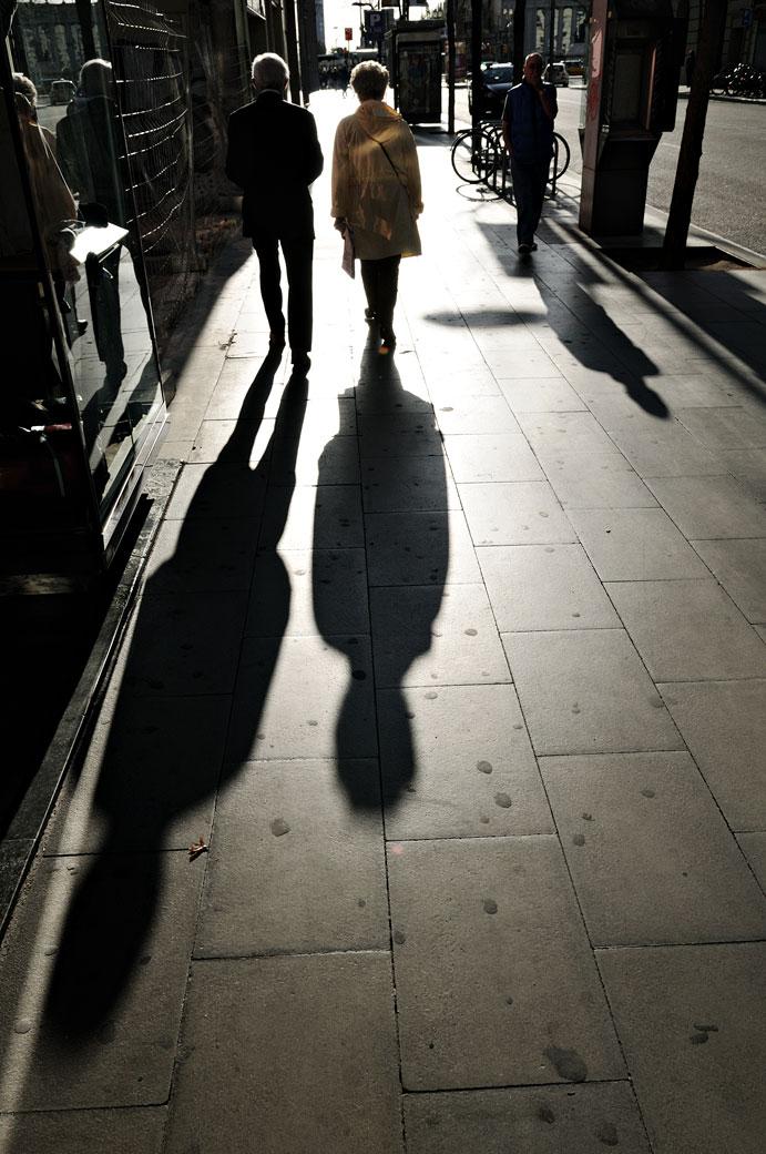 Ombres matinales dans une rue de Barcelone