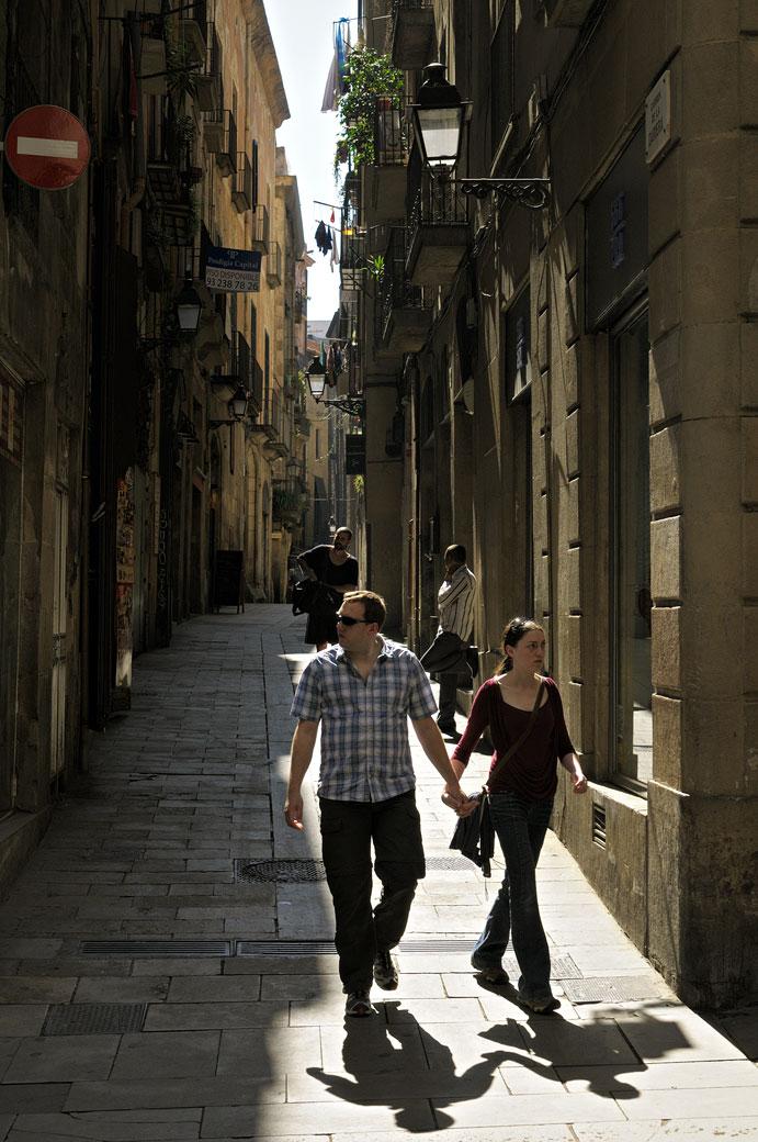 Couple dans la vieille ville de Barcelone