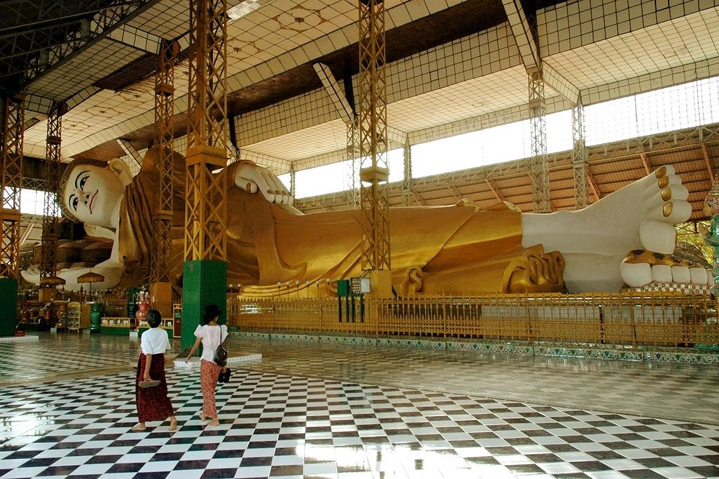 Le grand bouddha couché de Bago, Birmanie