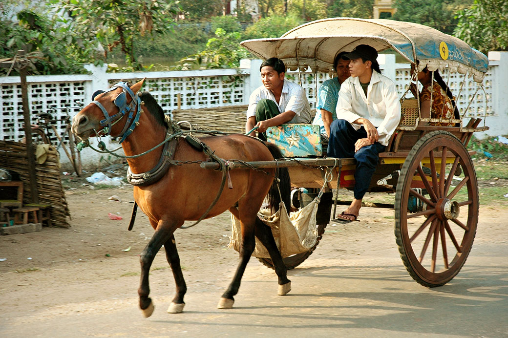 Charette à cheval à Bago (Pegu), Birmanie
