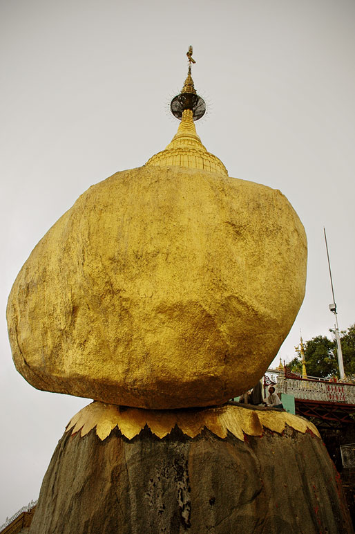 La pagode du Rocher d'Or, Birmanie