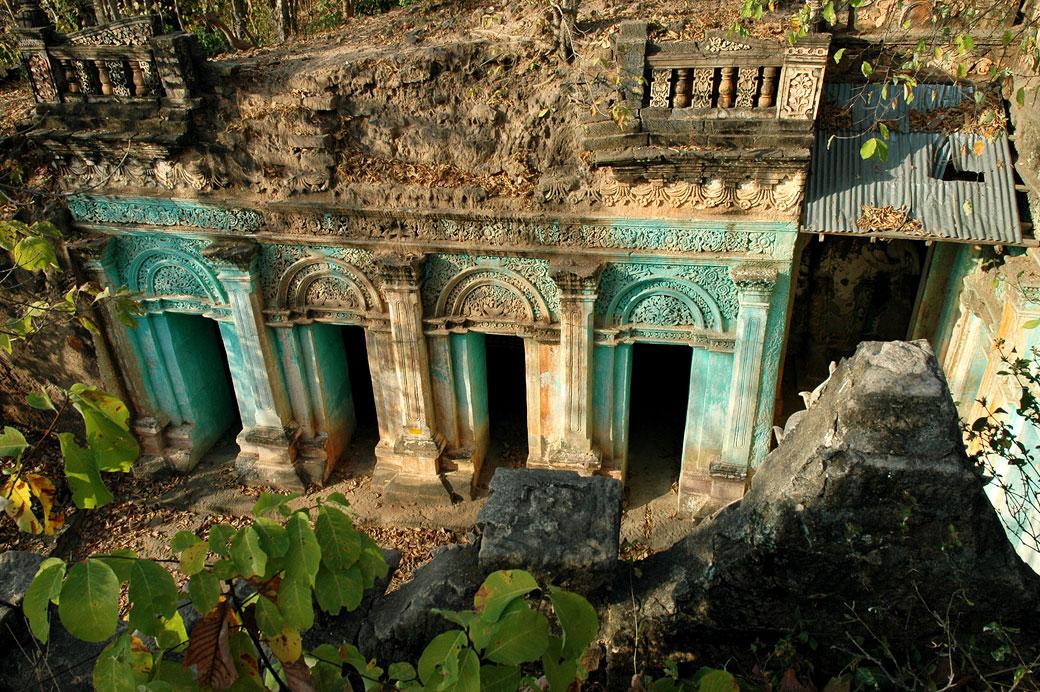 Sanctuaire aux grottes de Po Win Taung, Birmanie