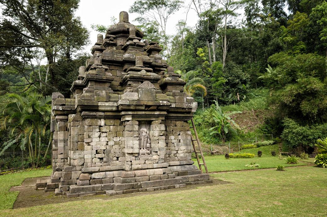 Le temple hindou de Selogriyo sur l'île de Java, Indonésie