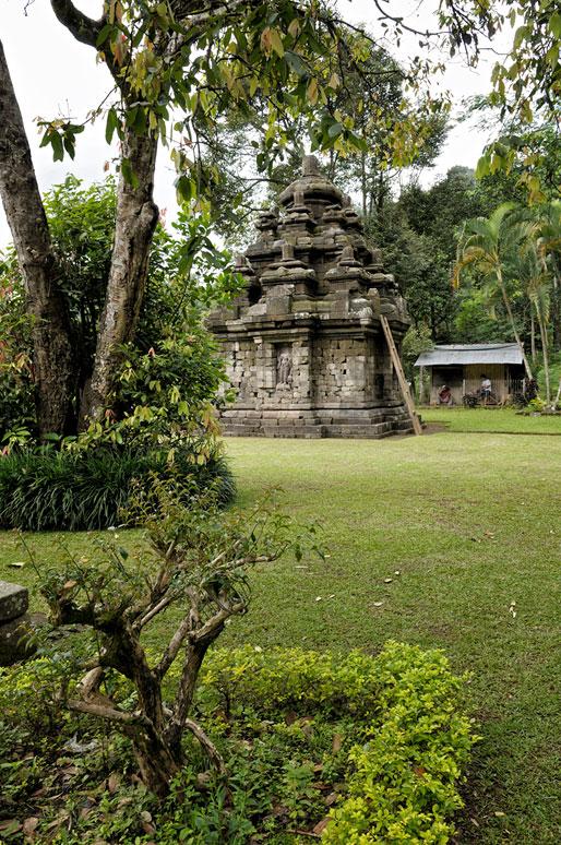 Candi Selogriyo dans la campagne javanaise, Indonésie