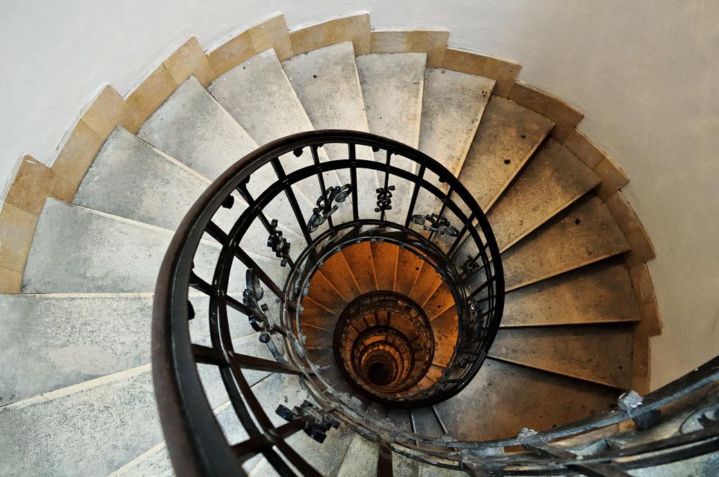 Escalier en colimaçon de la basilique Saint-Étienne de Pest, Hongrie