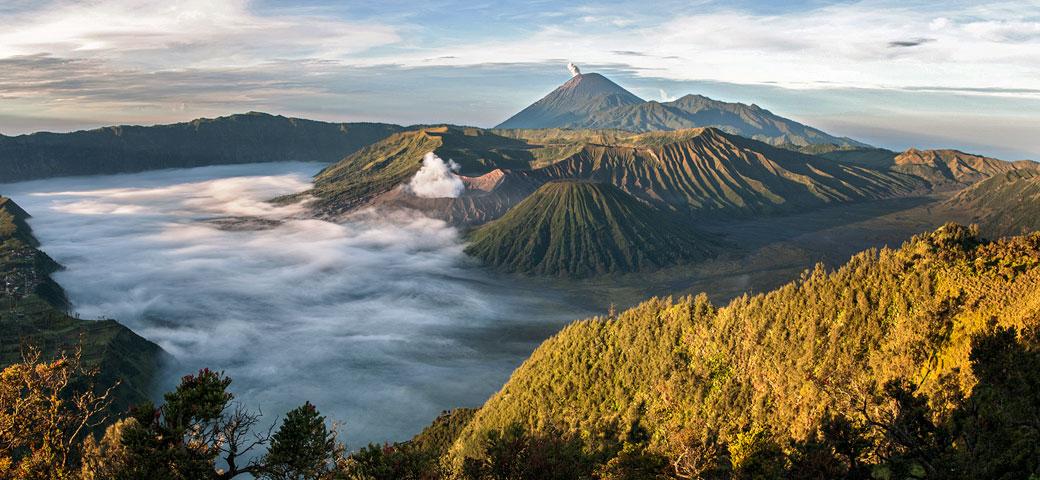 Panorama sur le Parc national de Bromo-Tengger-Semeru, Indonésie