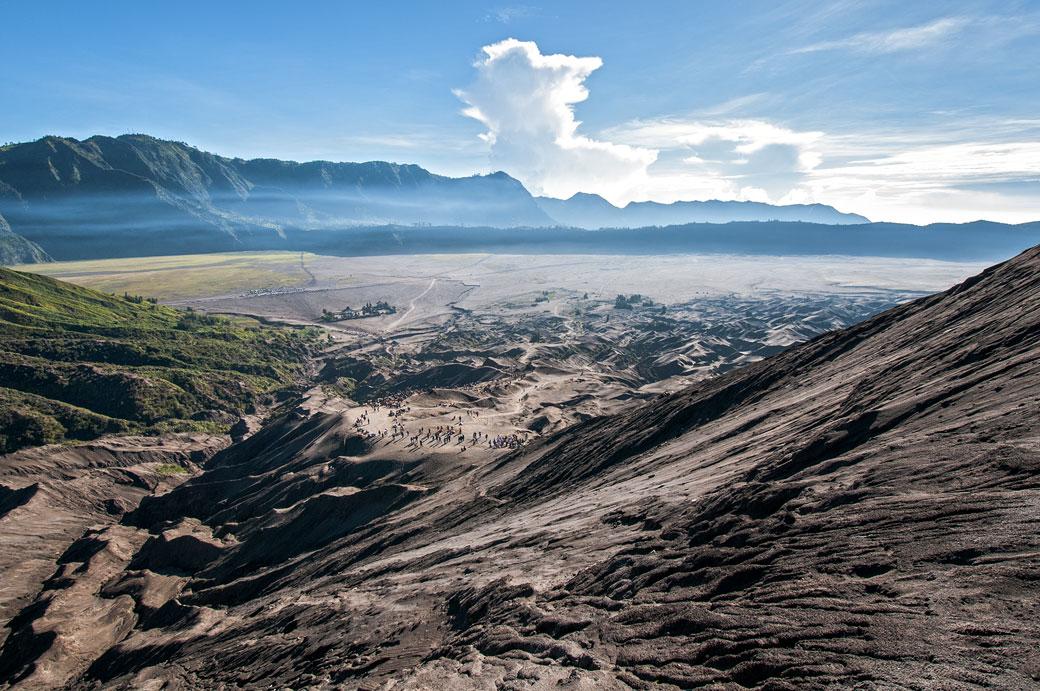 Sur la pente du volcan Bromo dans la caldeira de Tengger, Indonésie