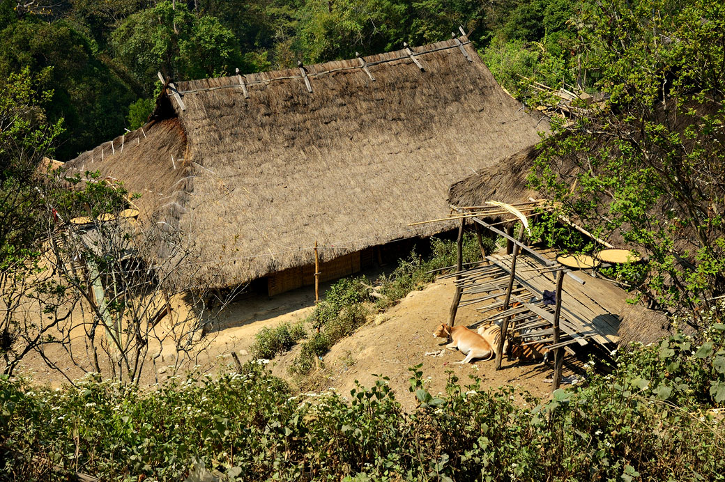 Longue maison de la tribu Loi dans le village de Wun Nyat, Birmanie