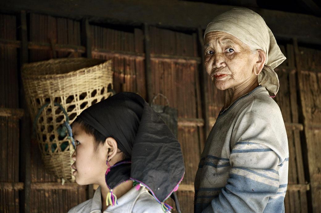 Grand-mère Loi dans sa maison à Wun Nyat, Birmanie
