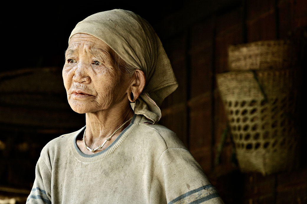 Grand-mère de la tribu Loi à Wun Nyat, Birmanie