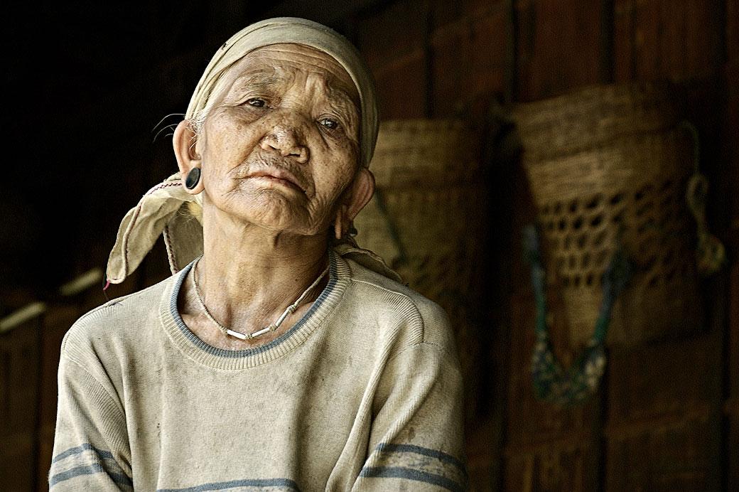 Vieille femme de la tribu Loi à Wun Nyat, Birmanie