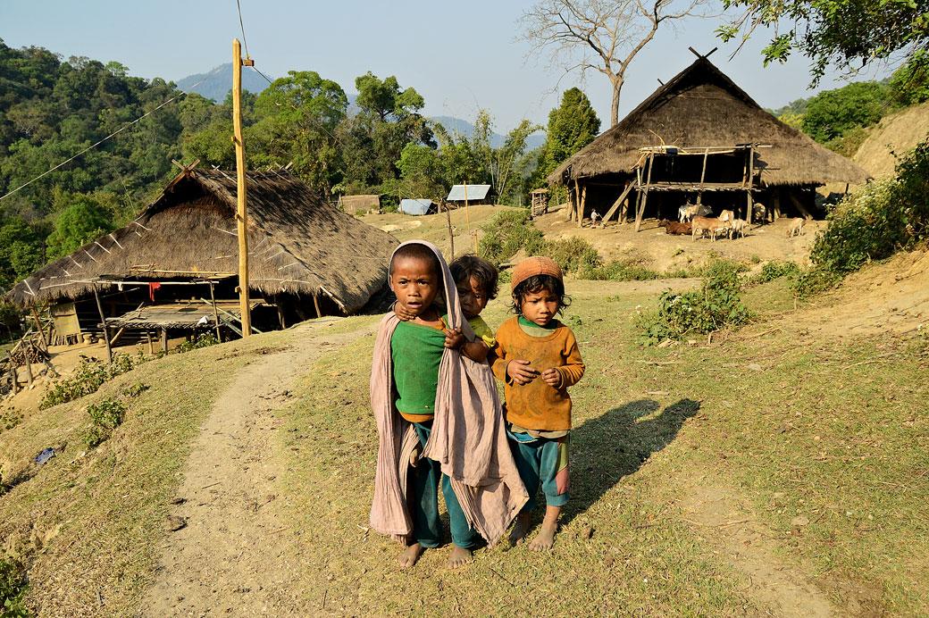 Enfants dans le village Loi de Wun Nyat, Birmanie