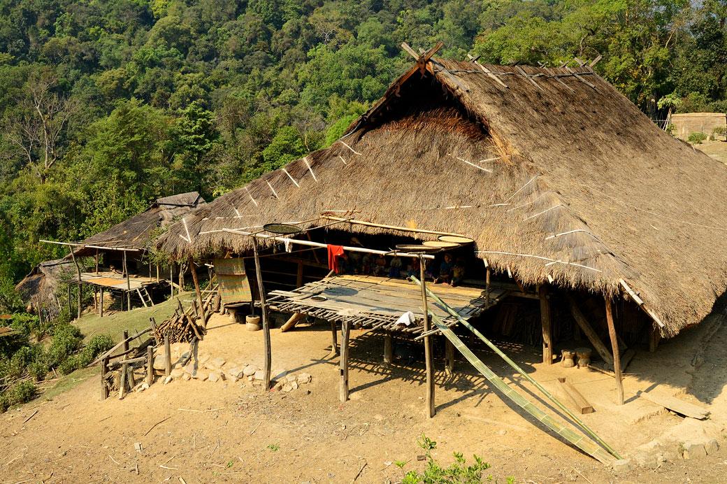 Grande maison de la tribu Loi dans le village de Wun Nyat, Birmanie