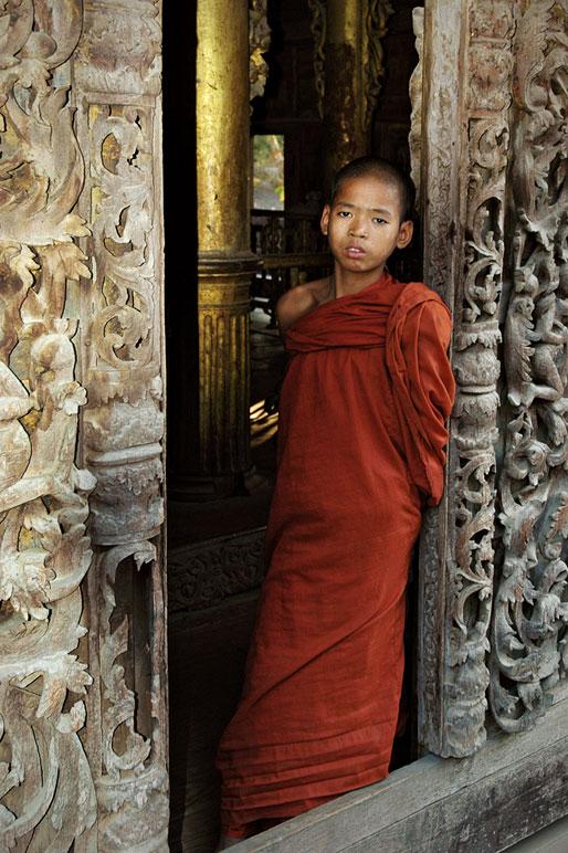 Novice au monastère Shwenandaw à Mandalay, Birmanie