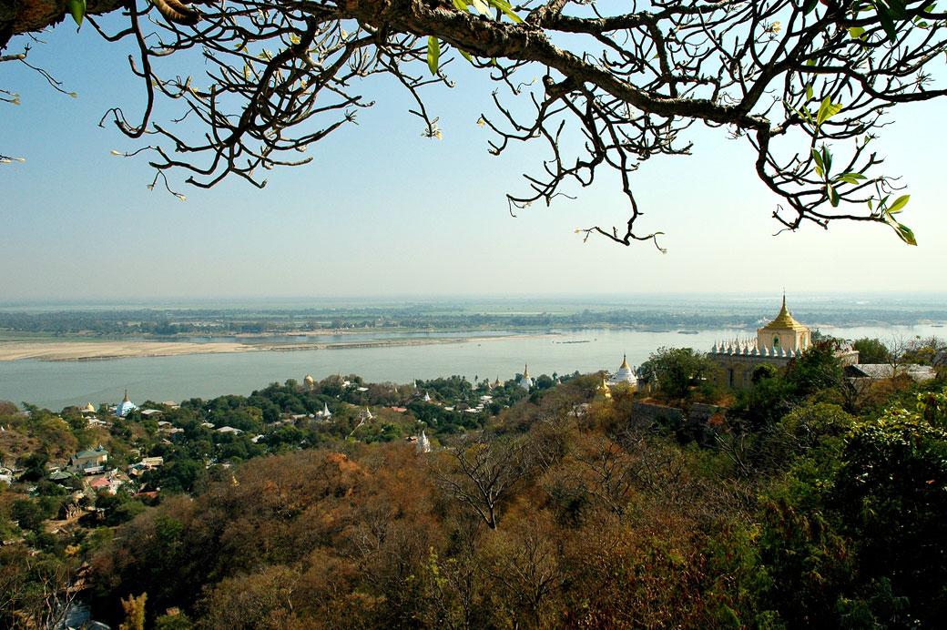 Vue sur le fleuve Irrawaddy depuis la colline de Sagaing, Birmanie