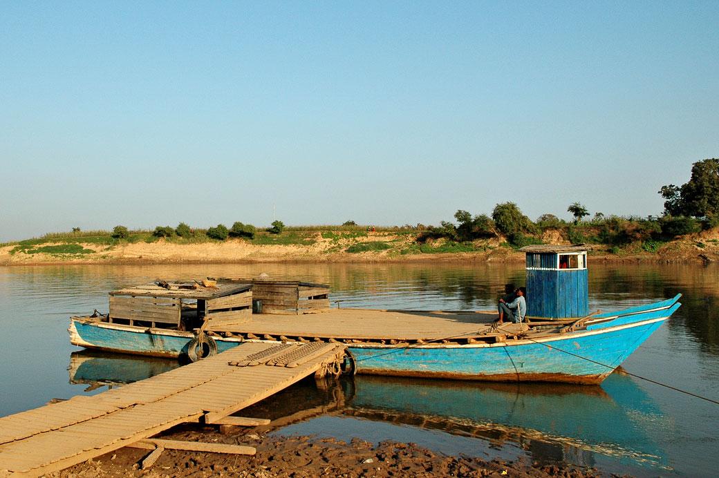 Bateau débarcadère à Inwa (Ava), Birmanie