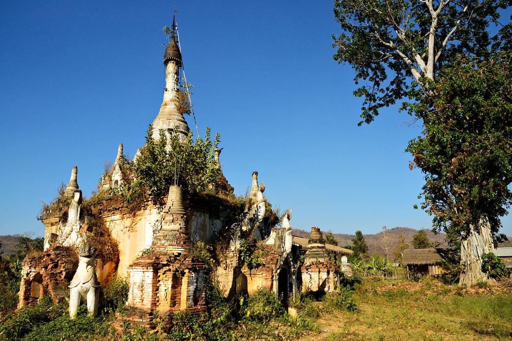 Vieux stupa oublié à Sagar au sud du lac Inle, Birmanie