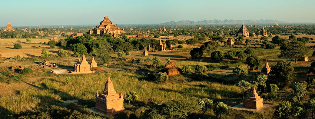 Panoramique de la plaine de Bagan et ses nombreux temples, Birmanie