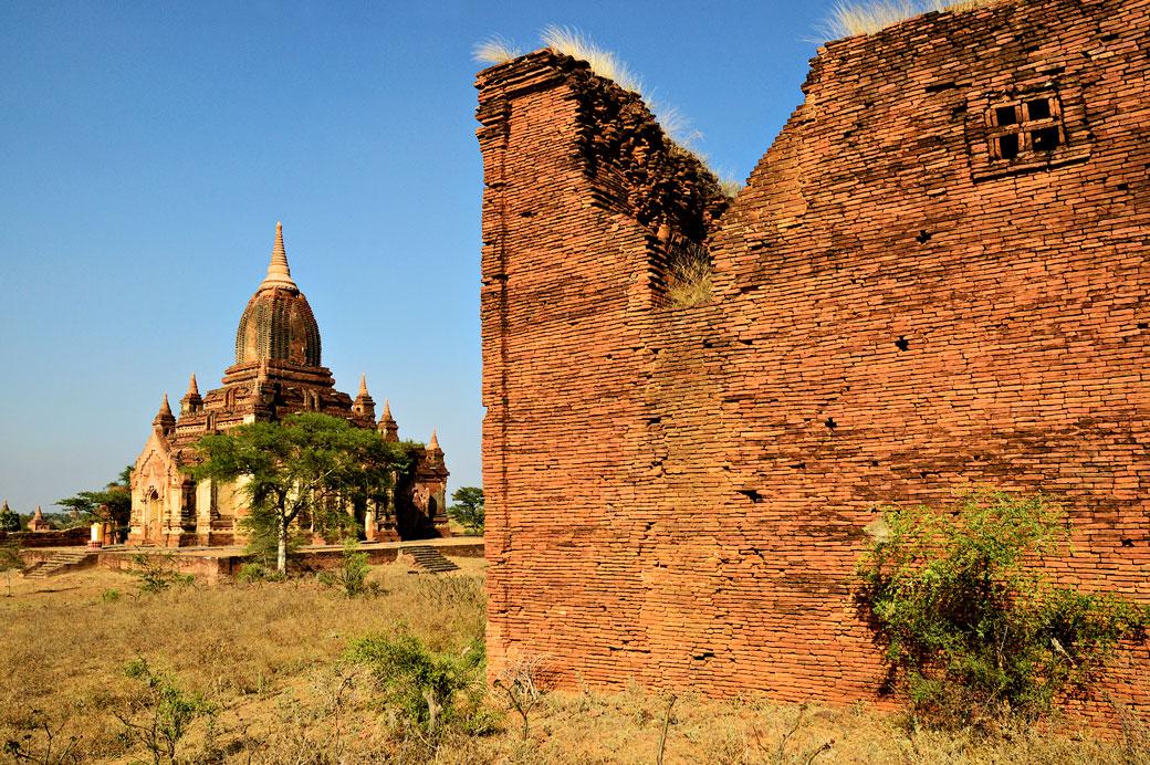 Un des nombreux temples de la plaine de Bagan, Birmanie