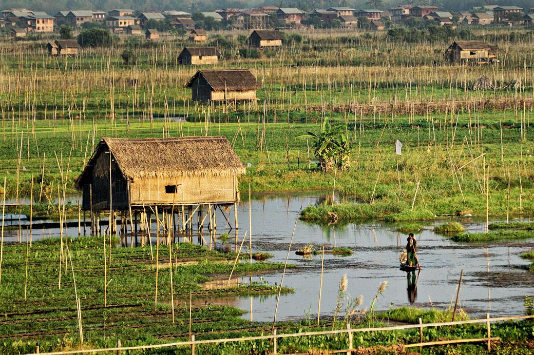 Ambiance matinale dans un village du lac Inle, Birmanie