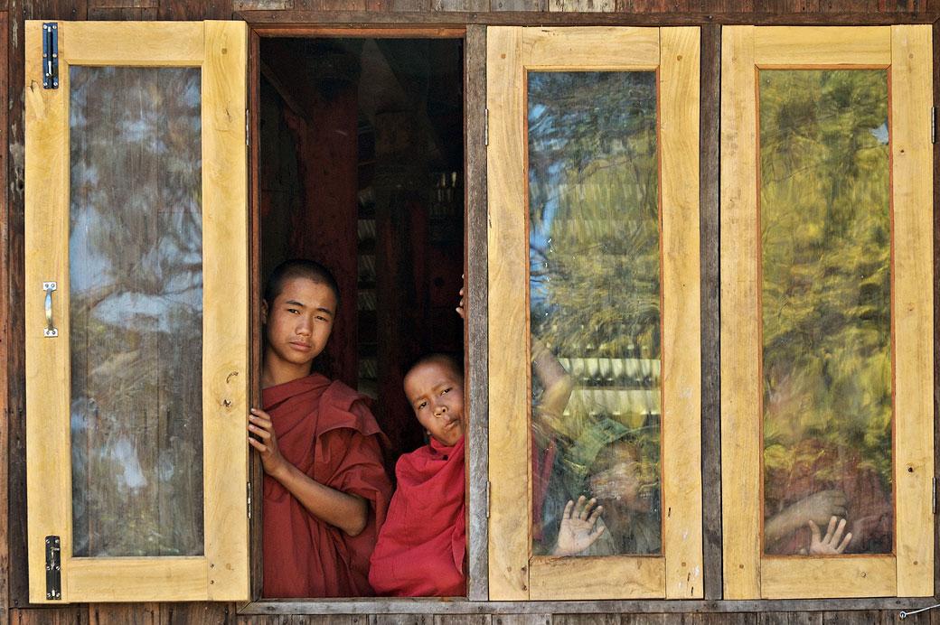 Novices au monastère de Sagar, Birmanie