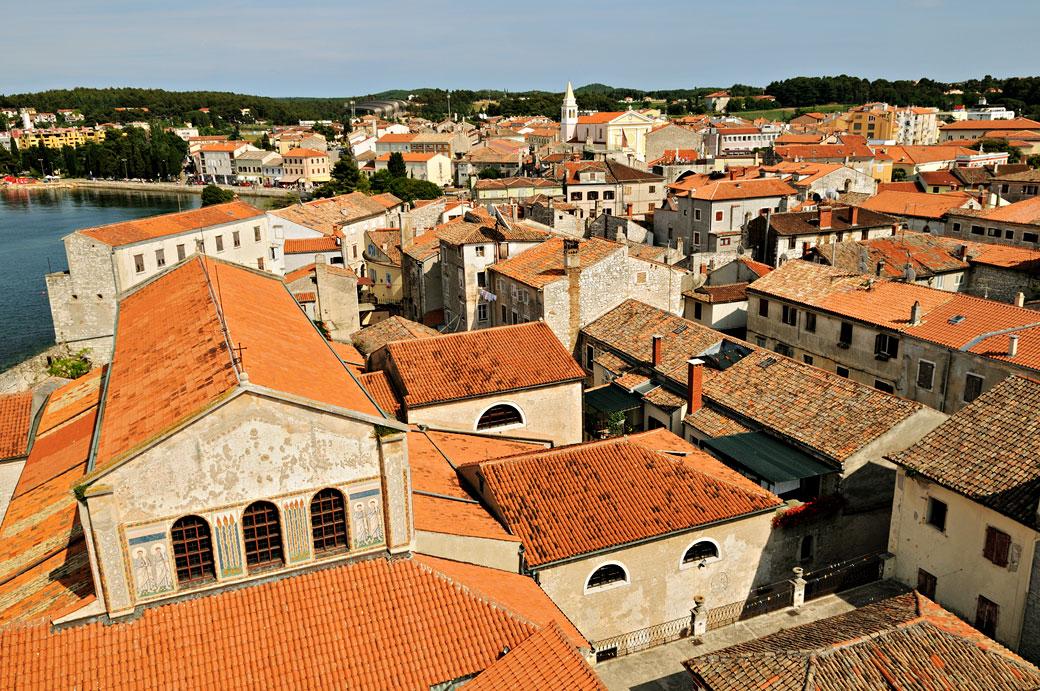 Les toits de Poreč depuis la basilique euphrasienne