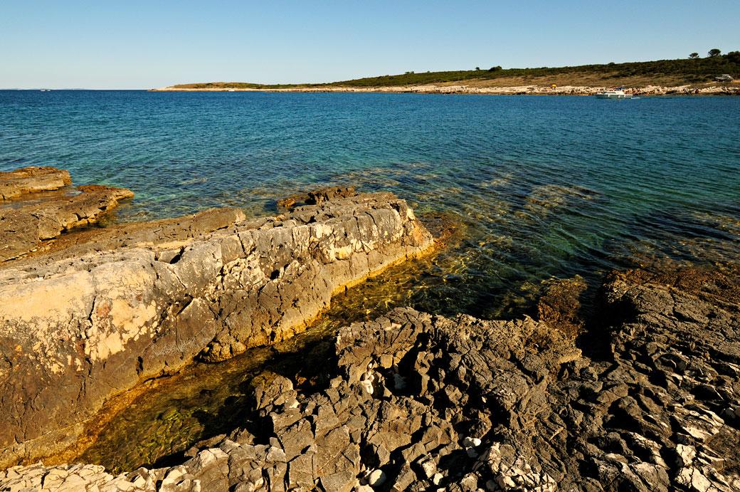 Mer et rochers au cap Kamenjak au sud de l'Istrie, Croatie