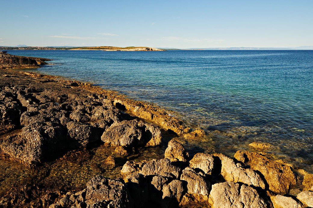 Côte rocheuse au cap Kamenjak au sud de l'Istrie, Croatie