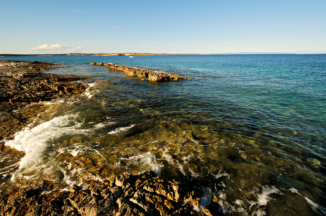 Mer azure au cap Kamenjak au sud de l'Istrie, Croatie